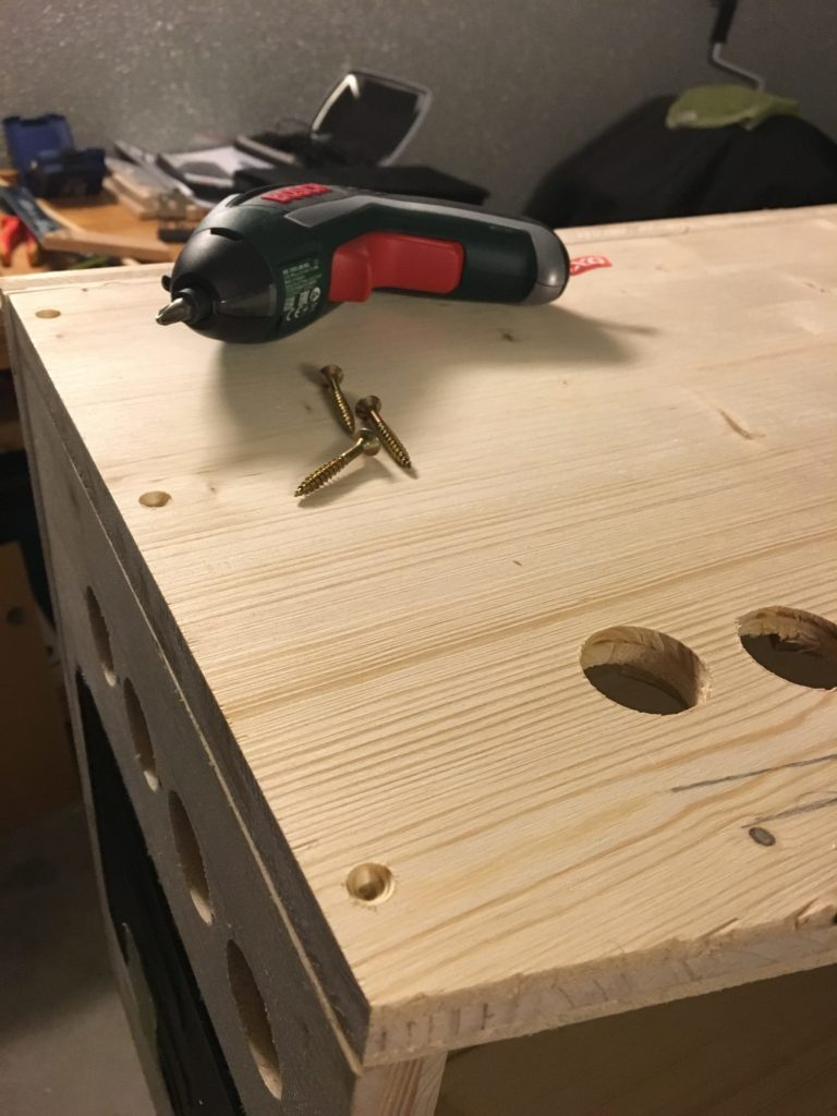 All screws are countersunk for a smooth surface of the virtual pinball cabinet. Left: cutout for the leaf switch buttons (flipper and magna safe)
