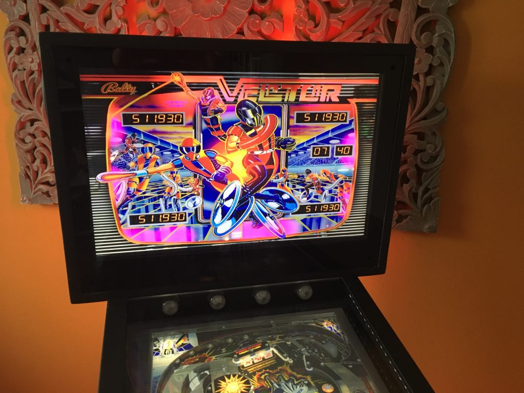 Photo The backbox of a virtual pinball with a monitor (19 '). Table presented: Vector