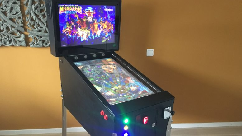 Virtueller Flipper (Virtual Pinball Cabinet) fertig installiert mit 32' Playfield Monitor und 19' Backbox Monitor.