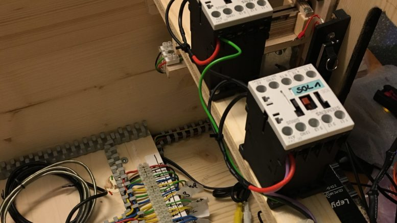 Siemens-Schütze als Force-Feedback im Virtual Pinball